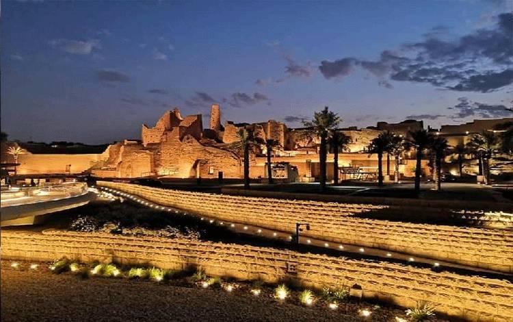 Gerbang Diriyah atau Diriyah Gate merupakan situs bersejarah keluarga Kerajaan Arab Saudi. Wilayah tersebut juga menjadi situs warisan budaya UNESCO, yang akan disulap menjadi hunian, kompleks hotel, dan tujuan wisata. Foto: @moody.abbas