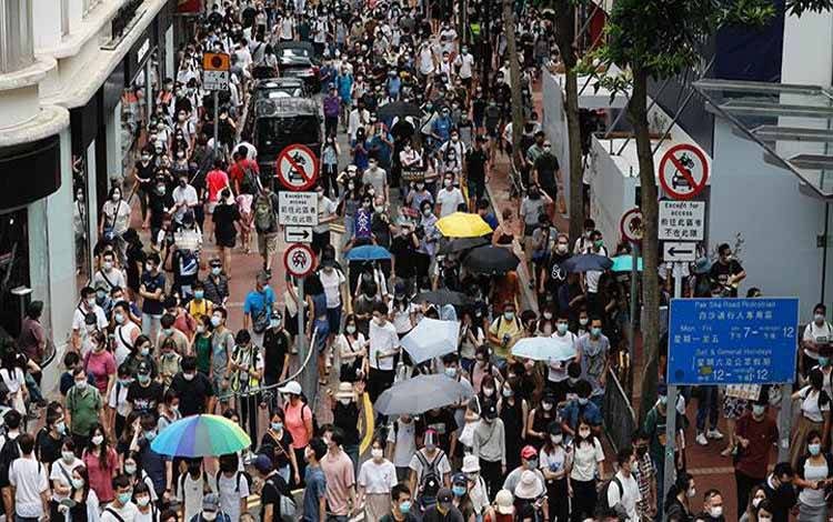 Cina Tarik Buku tentang Demokrasi dari Perpustakaan di Hong Kong