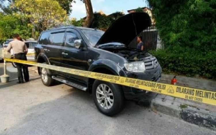 Mobil bernopol B 1812 PJH yang terkena ledakan di Menteng, Jakarta Pusat, Minggu (5/7/2020). (ANTARA/HO-Dokumentasi Bongga Wangga)
