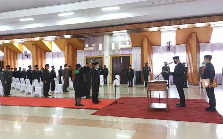 Bupati Hendra Lesmana melantik Sekda Lamandau Muhamad Irwansyah di GPU Lantang Torang, Senin6 Juli 2020