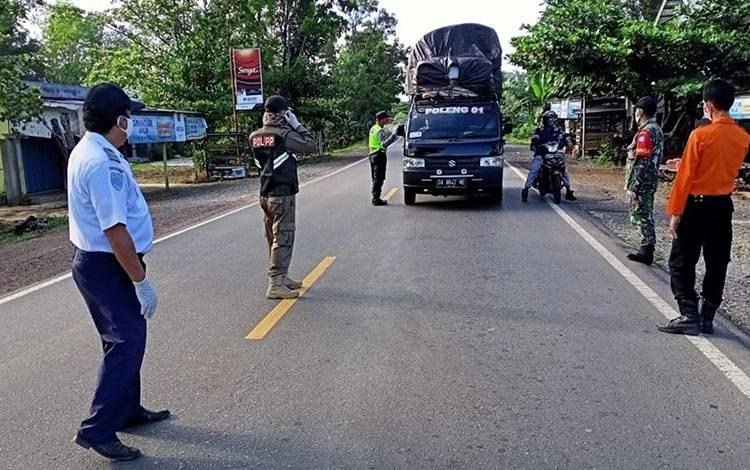 Menghadapi pelaksanaan new normal, Tim Gugus Tugas Kabupaten Pulang Pisau tetap waspada menjaga pintu masuk wilayah.