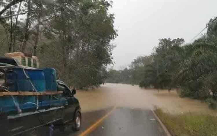 Kondisi banjir di Kecamatan Delang, Kamis 9 Juli 2020. (foto istimewa)