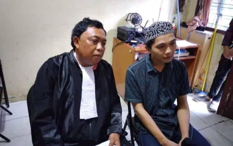 Terdakwa sabu M Yunus alias Nus saat bersama penasihat hukumnya.