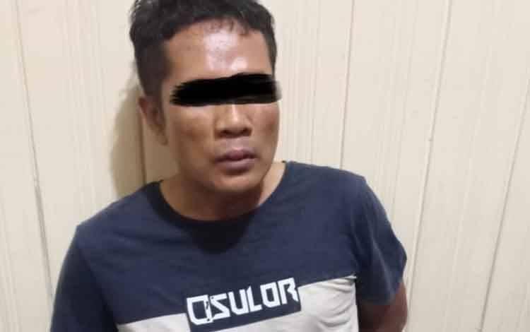 GWN, terduga pengedar sabu yang merupakan pecatan anggota Polri diamankan di Polres Katingan.