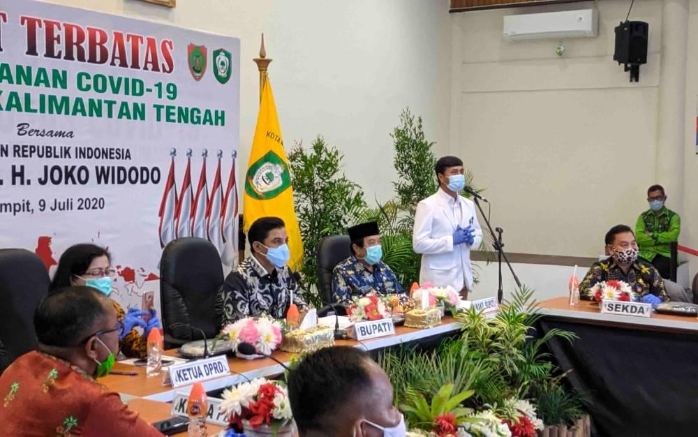 Bupati Kotawaringin Timur, Supian Hadi bersama FKPD mengikuti rapat terbatas secara virtual yang dipimpin Presiden RI Joko Widodo atau Jokowi, Kamis, 9 Juli 2020 sore.