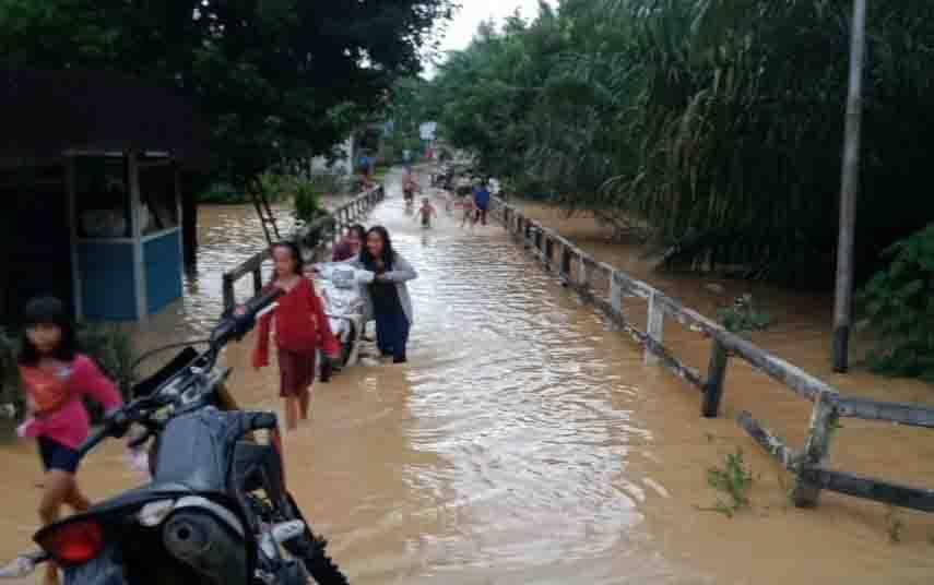 Banjir di Desa Nanga Koring, Kamis, 9 Juli 2020. (foto : istimewa)