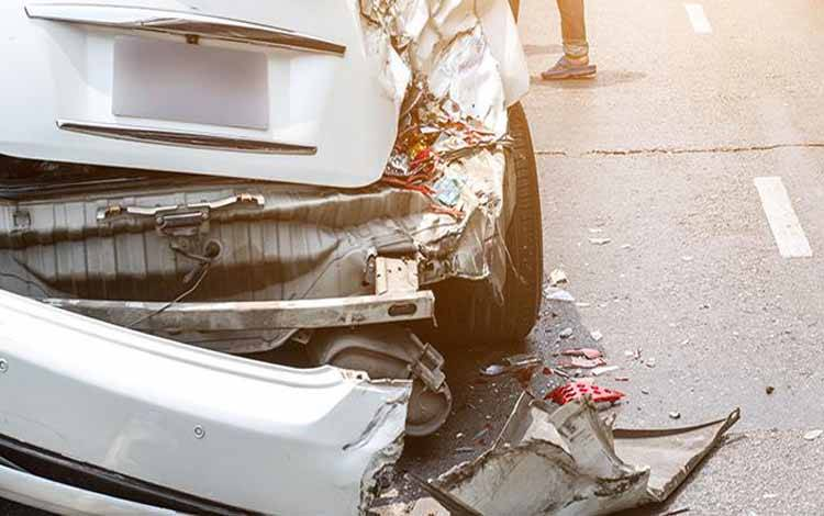 Ibu dan Anak Tewas Setelah Minibus Terjun ke KalimalangIlustrasi mobil kecelakaan tunggal. thebalance.com