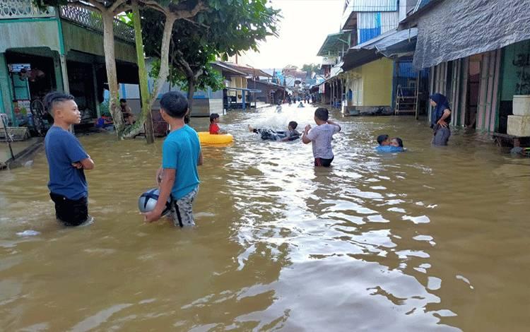 Banjir menggenangi 74 rumah di Tumbang Sanamang Kecamatan Katingan Hulu, Sabtu, 11 Juli 2020.