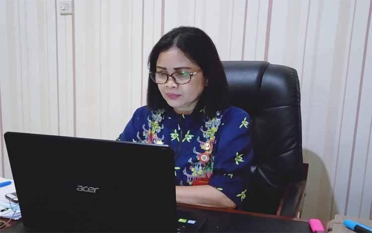 Kepala Dinas Koperasi, UKM dan Perindustrian kabupaten Barito Timur, Ina Karuniani Gandrung