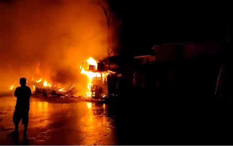 Kebakaran di kawasan Plaza Beringin Buntok menghanguskan 24 bangunan kios