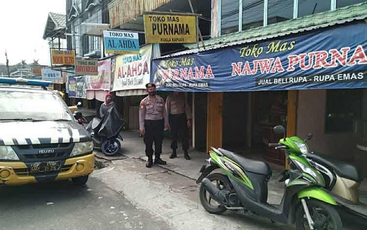Personel Polsek Selat patroli untuk mencegah gangguan Kamtibmas di Kuala Kapuas