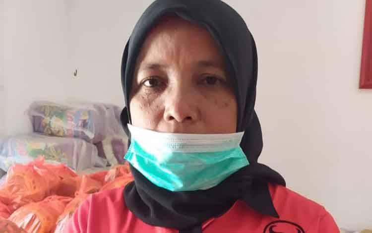 Anggota DPRD Kobar Fraksi PDIP Siti Mukaromah, akui masih ada pihak sekolah jual seragam, sehingga perlu ada evaluasi program seragam gratis.