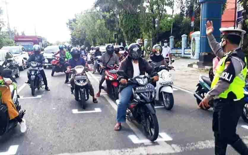 Penerapan marka jalan baru di traffic light Palangka Raya.