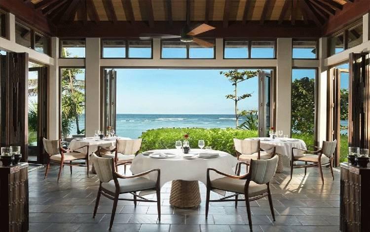Pantai Nusa Dua dipandang dari Hotel Ritz-Carlton Bali. Foto: @ritzcarltonbali