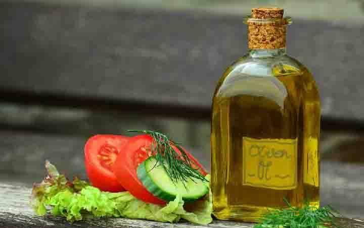 Ilustrasi minyak zaitun. (foto : pixabay.com via teras.id)