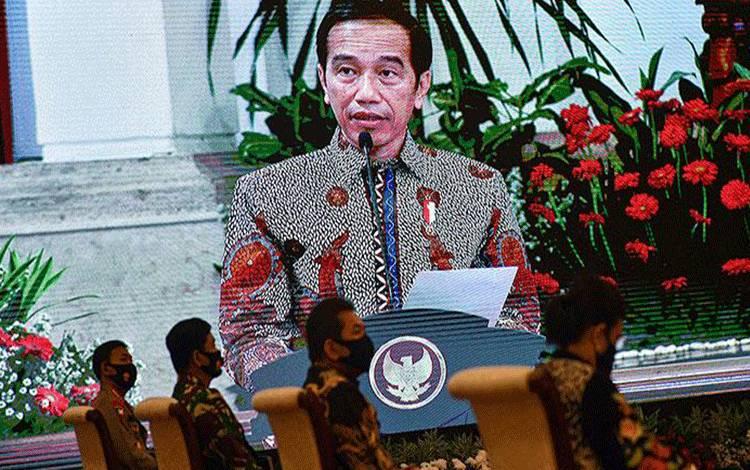 Layar menampilkan Presiden Jokowi menyampaikan pengarahan seusai menerima Laporan Hasil Pemeriksaan atas LHP LKPP Tahun 2019 di Istana Negara, Jakarta, Senin, 20 Juli 2020 ANTARA/Sigid Kurniawan