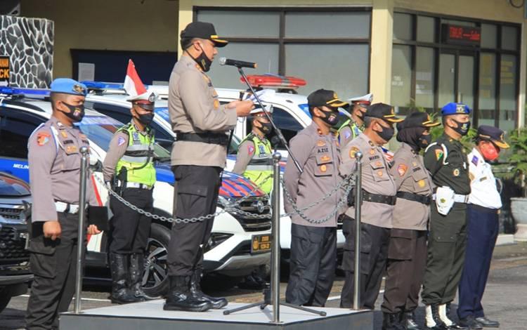 Kapolres Kotim AKBP Abdoel Harris Jakin saat memimpin apel gelar pasukan Operasi Patuh Telabang, Kamis, 23 Juli 2020.