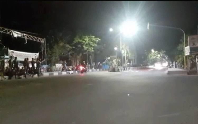 Aktivitas balapan liar (Bali) di A Yani Sampit.