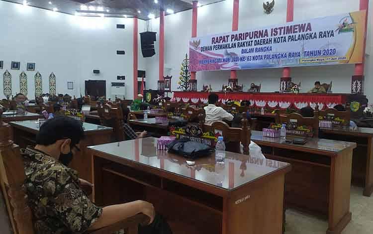 DPRD Palangka Raya saat menerima kunjungan kerja DPRD Banjarmasin.