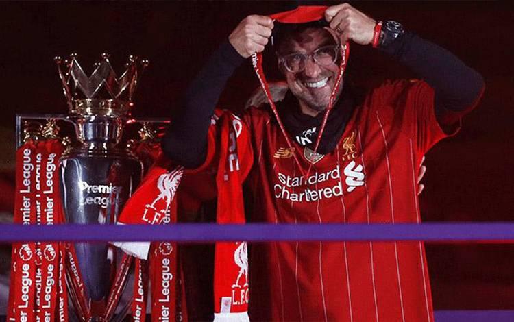 Ekspresi manajer Liverpool Juergen Klopp, saat merayakan keberhasilan timnya menjuarai Liga Inggris usai pertandingan melawan Chelsea di Anfield, Liverpool, 23 Juli 2020. Pool via REUTERS/Phil Noble