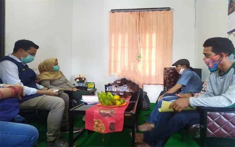 Ketua Harian Gugus Tugas Percepatan Penanganan Covid-19 Kota Palangka Raya Emi Abriyani memerima audensi komunitas pecinta dangdut Palangka Raya, Selasa 28 Juli 2020