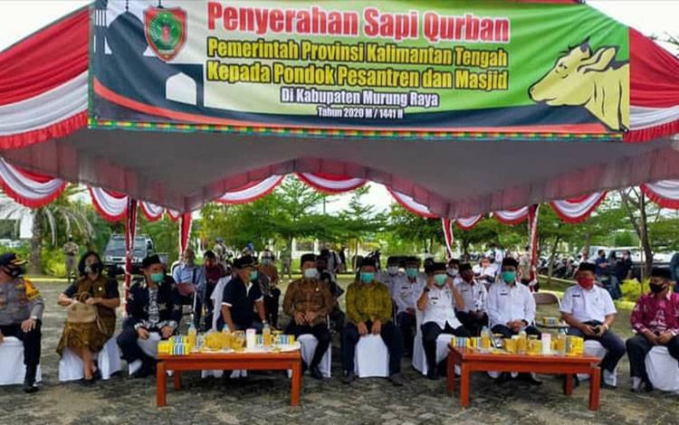 Pemprov Kalteng menyalurkan 18 sapi kurban ke Kabupaten Murung Raya.