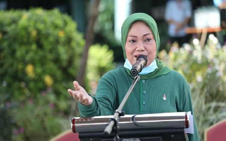 Menteri Ketenagakerjaan, Ida Fauziyah, meminta setiap perusahaan menyiapkan petugas K3 (Kesehatan dan Keselamatan Kerja) Covid-19