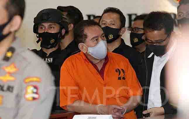 Buronan kasus korupsi pengalihan hak tagih (cessie) Bank Bali, Djoko Tjandra yang ditangkap di Malaysia tiba di Bareskrim Mabes Polri, Jakarta, Kamis, 30 Juli 2020. (foto : tempo.co)