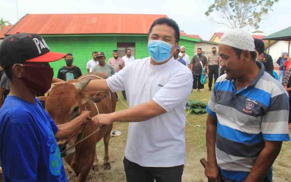 Kapolres Kotim, AKBP Abdoel Harris Jakin memimpin proses penyembelihan hewan kurban, Sabtu, 1 Agustus 2020.