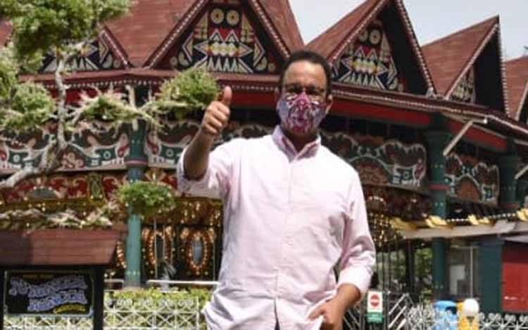 Gubernur DKI Jakarta Anies Baswedan saat meninjau Taman Impian Jaya Ancol di Jakarta, Sabtu, 13 Juni 2020. Foto : Hadi Ahdiana