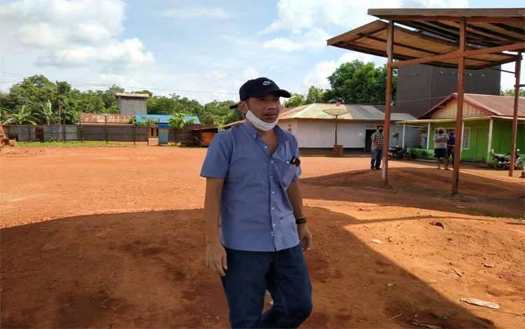 Anggota Komisi IV DPRD Kotawaringin Timur, Handoyo J Wibowo saat sidak di Tersus di Desa Cempaka Mulia Barat Kecamatan Cempaga