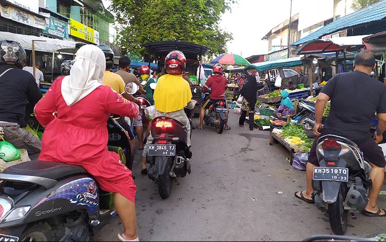 Kondisi pedagang dan pembeli di Pasar Besar area Pasar Subuh, Palangka Raya.