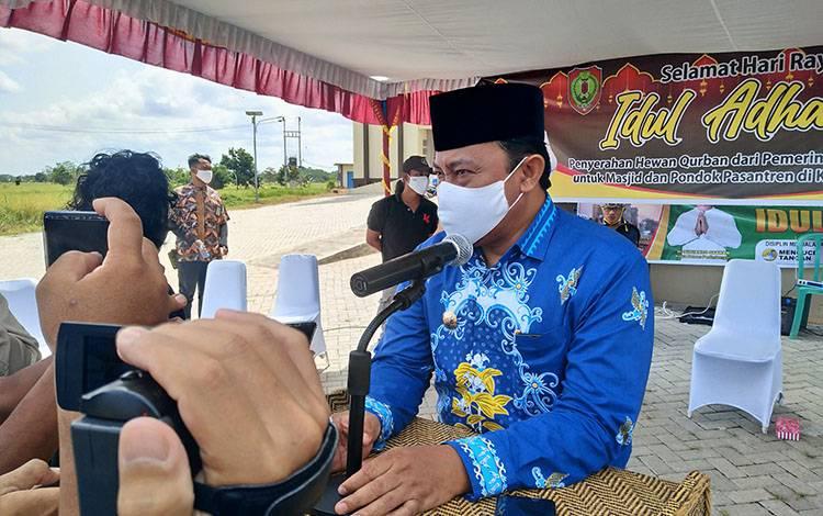 Bupati Pulang Pisau, H Edy Pratowo saat memberikan keterangan terkait kabar tentangnya yang mendampingi petahana dalam Pilkada Kalteng, Senin, 3 Agustus 2020.
