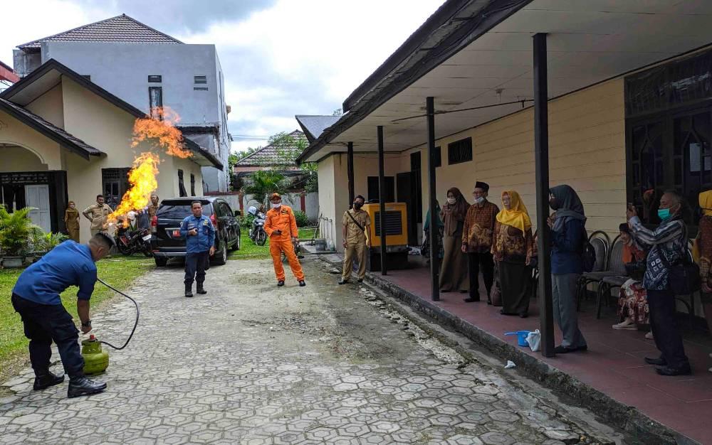 Pelatihan penanganan kebakaran gas elpiji untuk pensiunan PNS di Kotawaringin Timur, Selasa, 4 Agustus 2020.