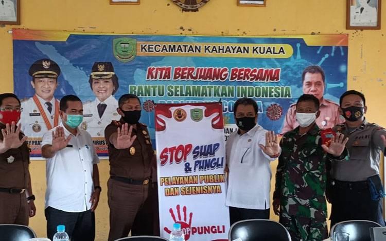 Polsek dan unsur Tripika di Kecamatan Kahayan Kuala mendukung upaya pencegahan korupsi di desa-desa bersama Kejaksaan Negeri Pulang Pisau.
