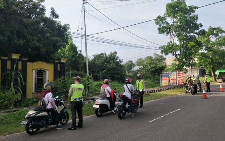 Satlantas Polres Sukamara saat melaksanakan Operasi Patuh Telabang 2020.