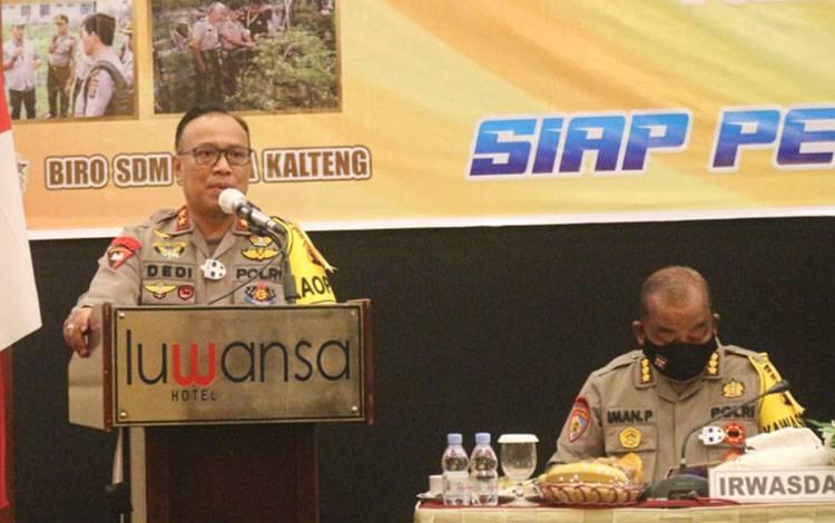 Kapolda Kalteng Irjen Dedi Prasetyo saat menyampaikan sambutan dalam pembekalan terhadap puluhan personel yang akan memasuki purna tugas, Kamis, 6 Agustus 2020.