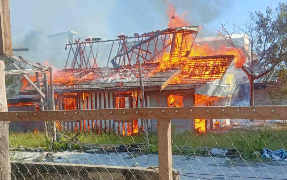 Kebakaran rumah di Jalan RTA Milono Palangka Raya, Sabtu pagi, 8 Agustus 2020.