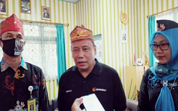 Ketua Bawaslu RI, Abhan didampingi Ketua Bawaslu Kapuas, Iswahyudi Wibowo