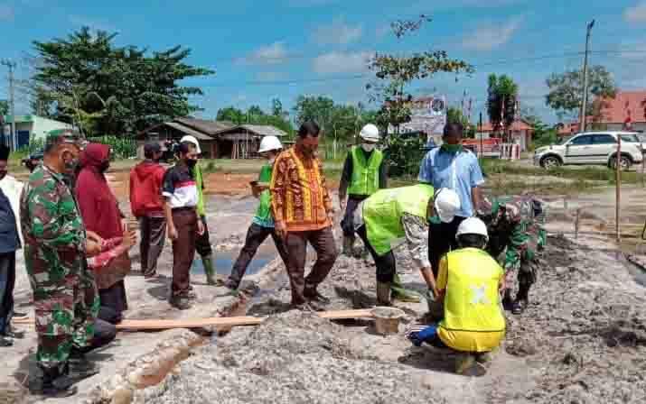 Peletakan batu pertama pembangunan Pasar Induk Pertanian di Kecamatan Seruyan Raya.