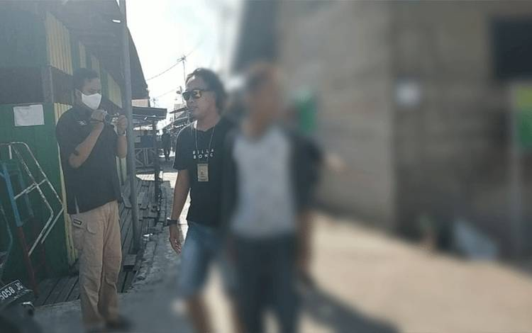 Resmob Polresta Palangka Raya melakukan penangkapan pelaku di Mendawai, Senin 10 Agustus 2020.