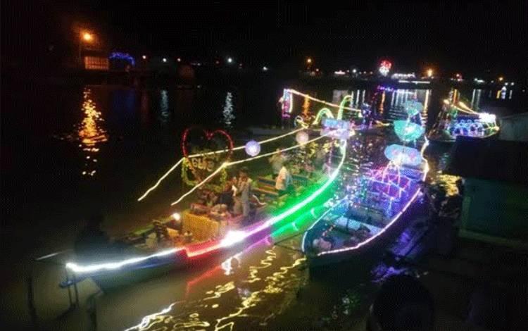 Suasana malam di Sungai Arut.