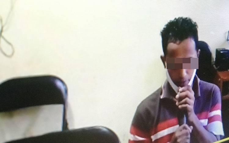 Ismail alias Mail terdakwa kasus Illegal loging