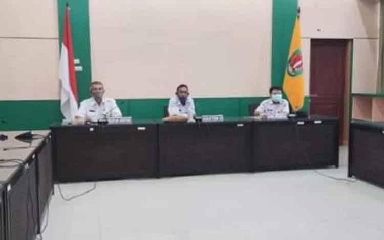 Asisten III Setda Katingan dan sejumlah pejabat mengikuti rakor persiapan pelaksanaan evaluasi reformasi birokrasi, SAKIP dan zona integritas.Area lampiran