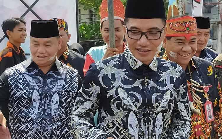 Bupati Kotim Supian Hadi bersama Sekda Kotim Halikinnor saat menghadiri sebuah kegiatan beberapa waktu lalu. Sementara, Supian mengaku sudah kantongi nama PJ Sekda menggantikan Halikinnor.