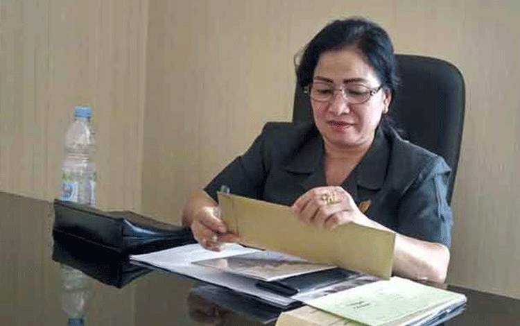 Anggota DPRD Gunung Mas, Lily Rusnikasi