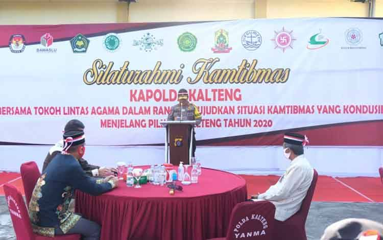 Kapolda Kalteng, Irjen Pol Dedi Prasetyo saat menyampaikan sambutannya di hadapan para tokoh lintas agama, Jumat 14 Agustus 2020.