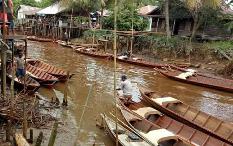 Sejumlah bantuan klotok yang telah disalurkan Dinas Perikanan Kapuas untuk para nelayan di wilayah setempat, belum lama ini.