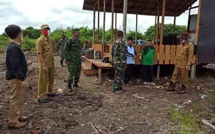 Wakil Bupati Katingan, Sunardi Litang meninjau demplot cetak sawah di Desa Tewang Manyangen