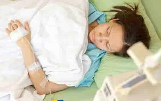 Ilustrasi perempuan sakit. (foto : Shutterstock via teras.id)